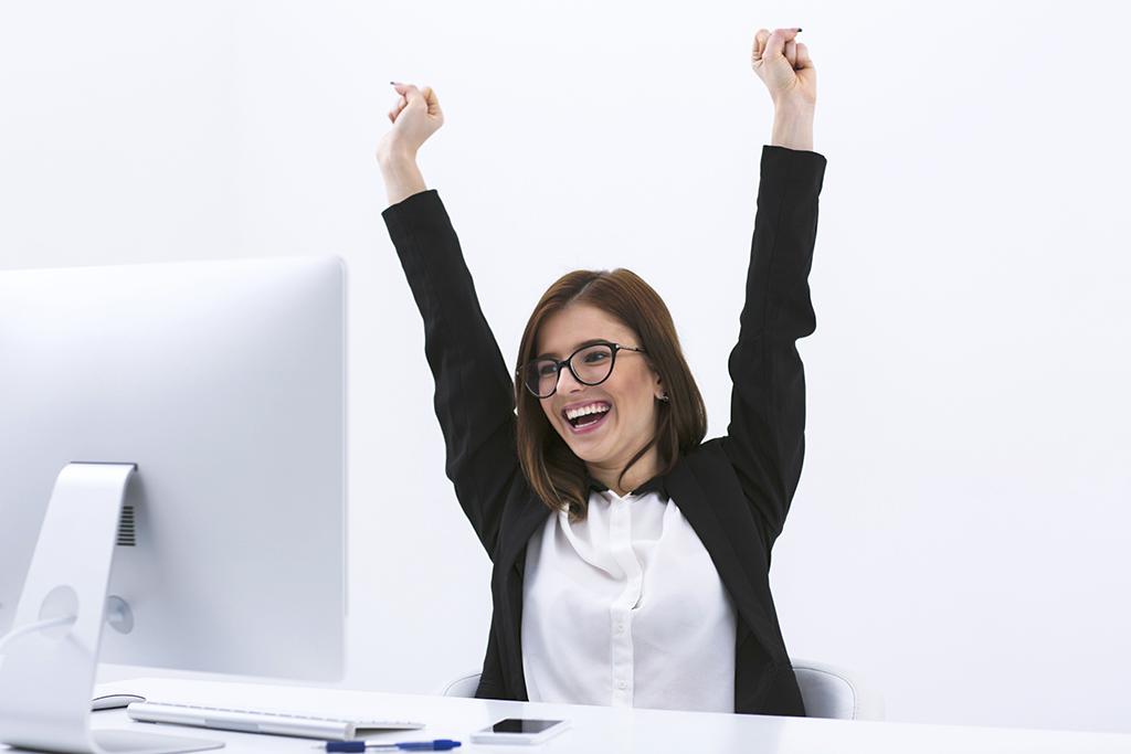 woman-celebrating-at-desk-1024